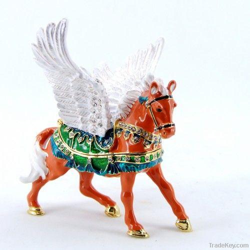 2013 new design decorative vivid flying horse metal jewelry box