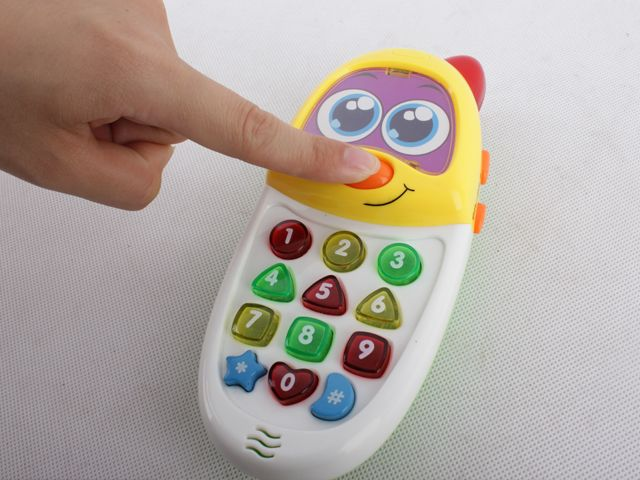 BRITISH AND SPANISH CHILDREN LEARNING MACHINE