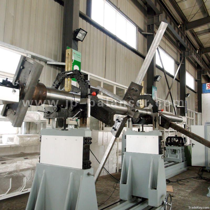 Umiversal joint balancing machine
