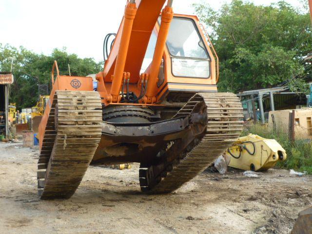 Used Hitachi Excavator (UH07-7) YEAR 1987