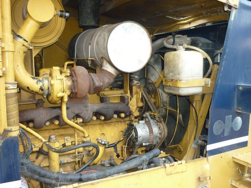 Used Komatsu GD405A-2
