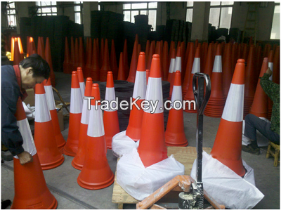 Traffic safety road cone