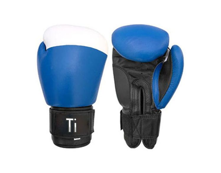 sports gloves and wears
