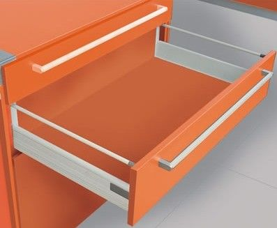 Soft closing drawer