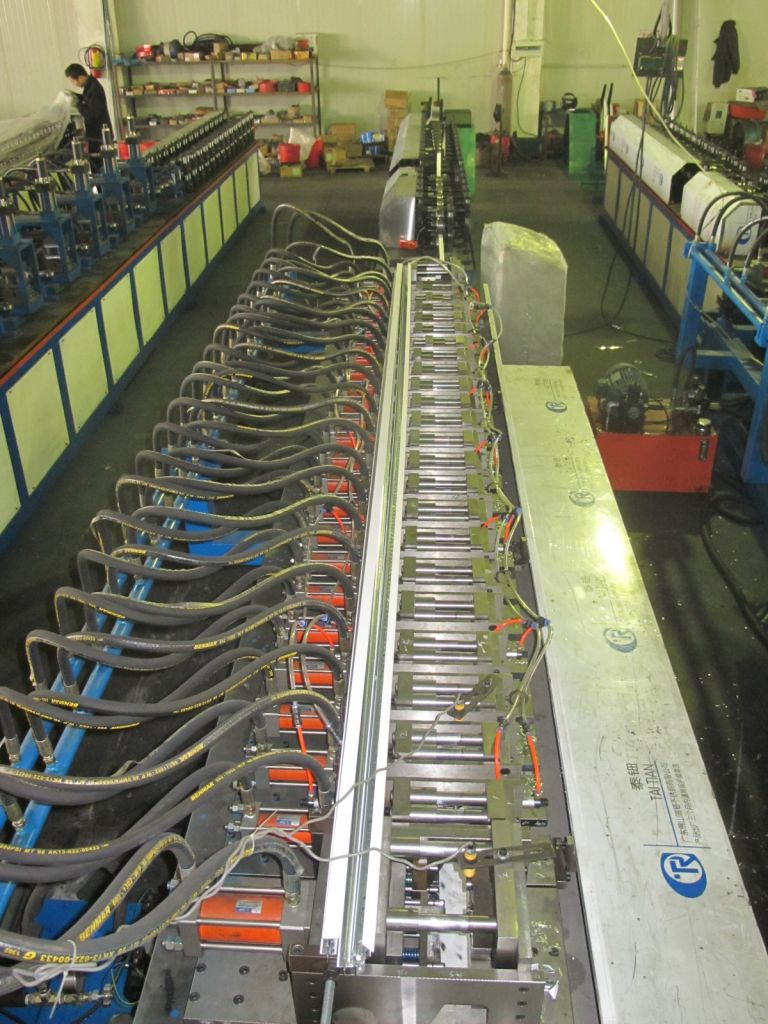 Fully automactic roll forming machine