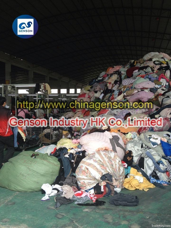 Secondhand clothes distributor in Nigeria sorted clothes clean no torn