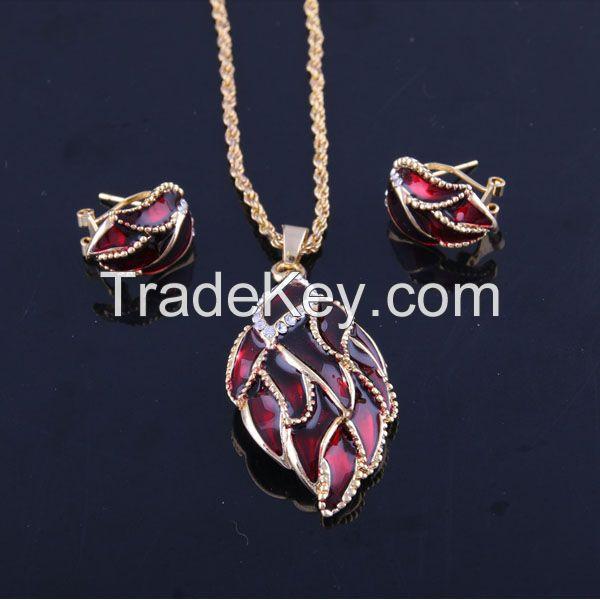 New Pendant Fashion Necklace and Earrings Alloy Jewelry Set Rhinestone Leaf Shape