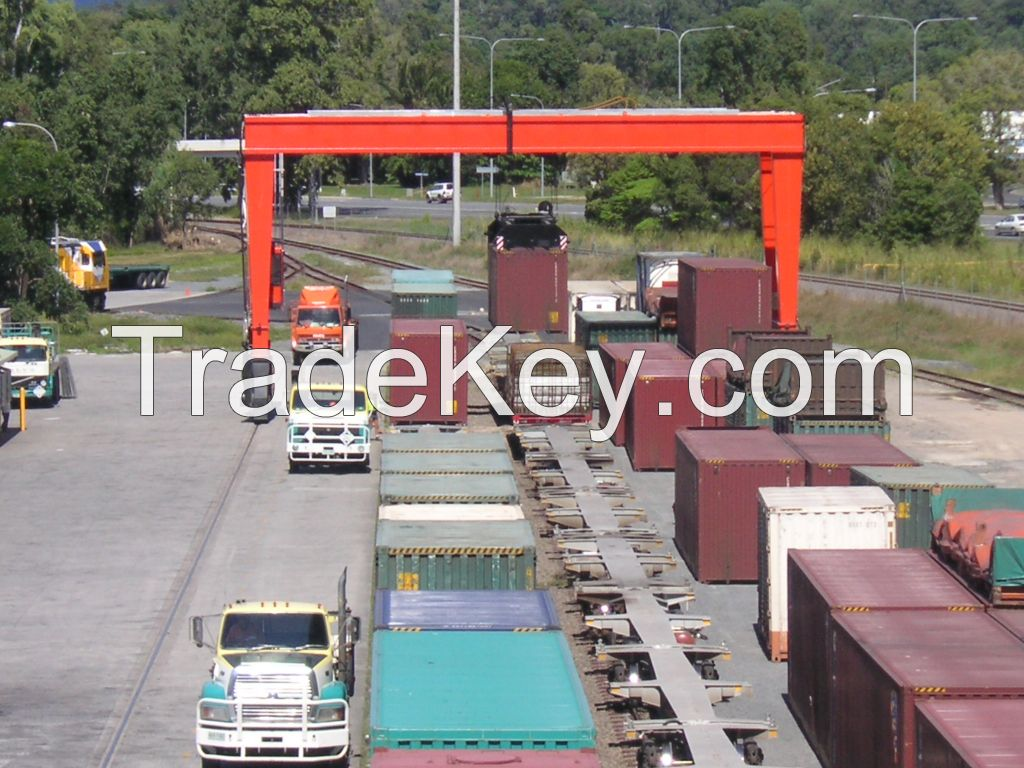 Isoloader Rubber Tyred Gantry Container Handling Straddle Carrier