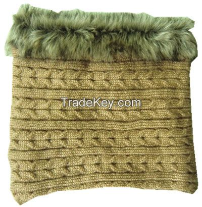 Cable knitted ring scarf with fur edge