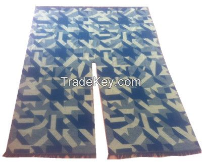 Acrylic jacquard ruana/poncho in houndstooth pattern in camo color
