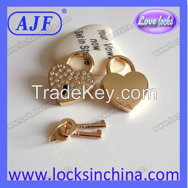 Heart Shaped Love padlock with 36pcs rhinestones