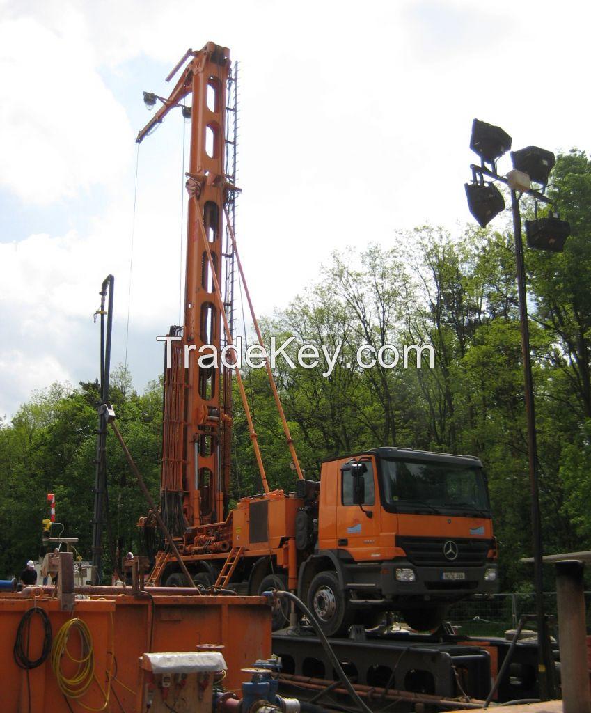 Multifunctional hydraulic drilling rig