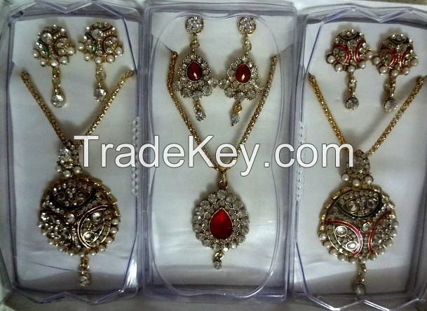 Stylish Necklace Sets with Head Accessory