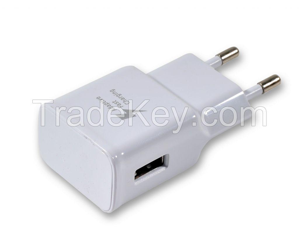 Adaptive USB Travel Charger