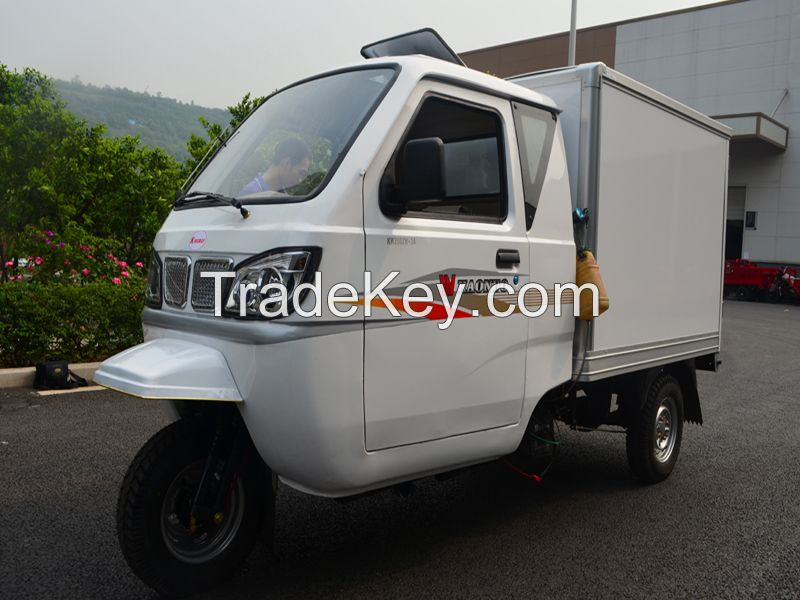 Closed cargo tricycle with cabin