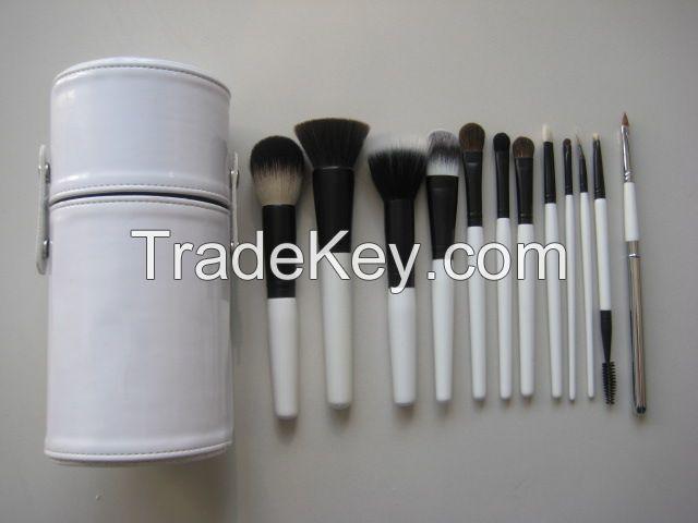 comestic brush