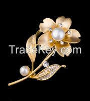 matte gold plating flower with pearl and CZ pendant