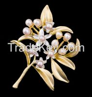 matt gold plating dual brooch and pendant with pearls