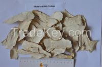 Dried horseradish flakes