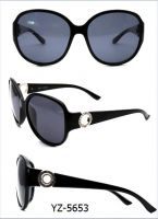 China Sunglasses New Fashion Popular Style PC Material Sunglasses with Unpolarized Lens