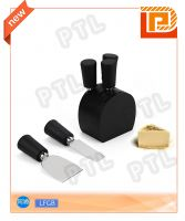 PP-handled cheese set with black wooden handle