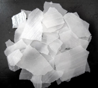 Manufacturer pure caustic soda pearls/sodium hydroxide 99% for industry with good price