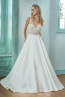 Embroidery Ivory wedding dress with beading
