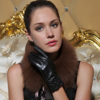 Lotus Leaf Lace Special Cuff Short Leather Gloves