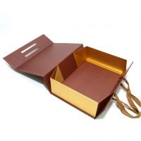 Magnet Folded Rigid Box with Handle for Shipping Clothing Shoes Perfume Luxury Packaging Custom Logo Eco Friendly