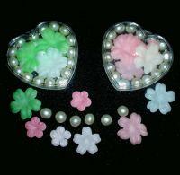 Bath gift set-Bath oil pearls and soap petals in heart plastic box