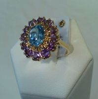 RING IN YELLOW GOLD WITH AMETHISTS AND BLUE TOPAZ
