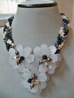 Milky Flower Necklace