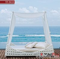 TF-9410White wicker sofa bed/patio bed lounger