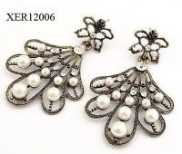 Fashion Pearl Design Earrings