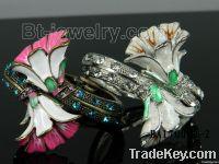 Fancy flower bangle
