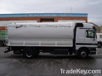 Truck with bulk feed tank for animals 2 axles