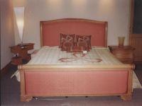 Silver Oak Honeymooners Bed