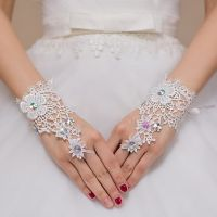 Hot Sale High Quality Write Fingerless Short Paragraph Elegant Rhinestone Bridal Wedding Gloves
