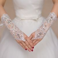 2018 Least design while lace bridal gloves