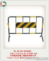 Temporary metal barrier for control traffic safety
