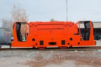Electric mining locomotive