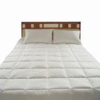 Quilt and Pillow, Made of 100% Cotton, Measures 200 x 220cm and 50 x 70cm