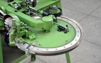 Hand linking machine