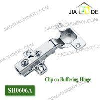 Soft closing hinge