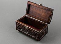 Rectangular wooden jewelry box