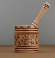 Carved mortar and pestle, Wooden mortar and pestle