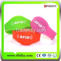Waterproof 13.56Mhz Mifare 1K S50 silicone wristband for swimming pool/park/access control