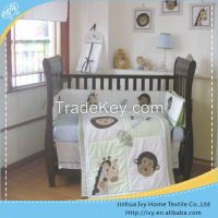 2014 New patchwork embroidered baby quilt set